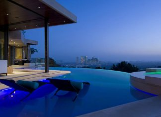 Rich people house: A-View-to-Kill